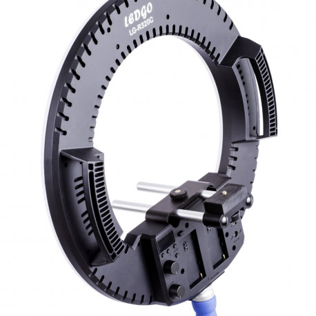 Value Panel Ring Light 32W 1 delivered with 1 adapter, 1 rail, 1 handle, 1 carryinng bag